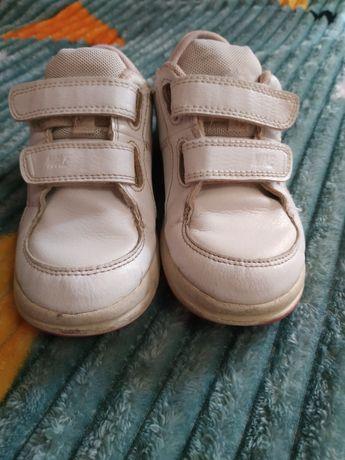 Шкіряні кросівки,фірмові NIKE 27р