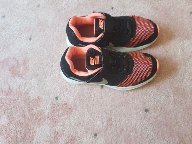 Piekne buty dziewczece Nike rozm 31.5