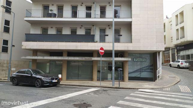 Loja localizada na zona histórica de Braga