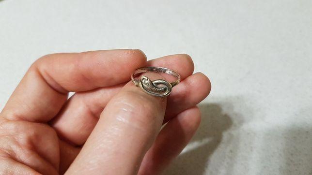 Серебряное кольцо змея с цирконием. Женское колечко 17-18 мм