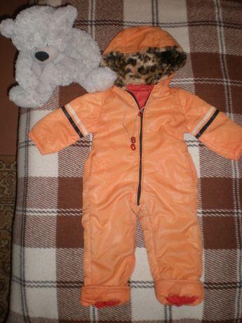 Оранжевый комбинезон для малыша.