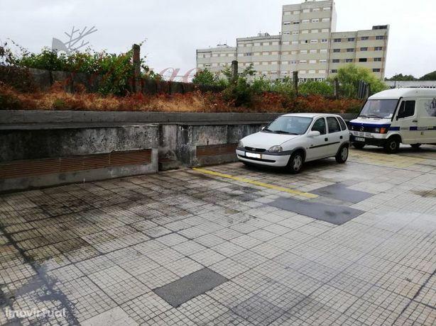 Garagen e estacionamento em Valença, Valença