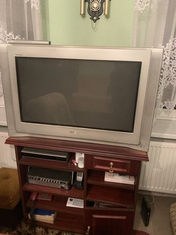 Oddam telewizor