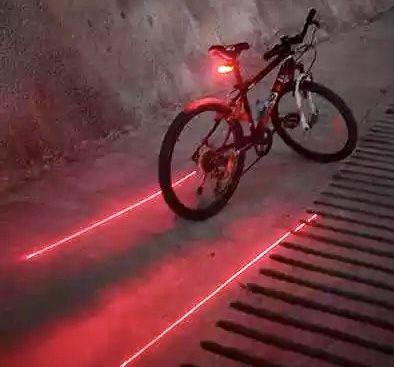 Luz traseira bicicleta com 6 funções (NOVO)