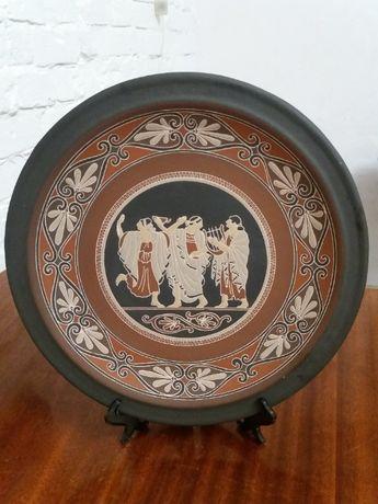 Продам сувенирную тарелку на подставке