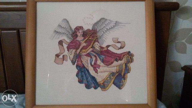 Quadro em ponto cruz ( mulher anjo)