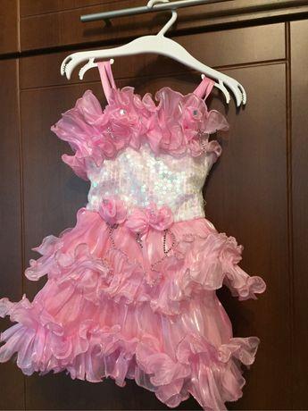 Sukienka karnawal cekiny rozowa do renowacji 2-3 latka