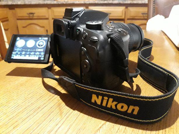 Nikon D5200 + Lente Nikkor 18-55 VR II + bolsa e acessórios