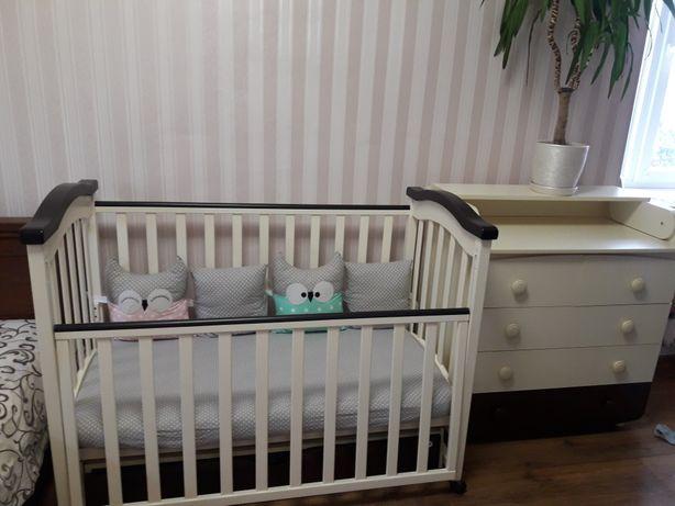 Кроватка детская и комод с пеленальным столиком