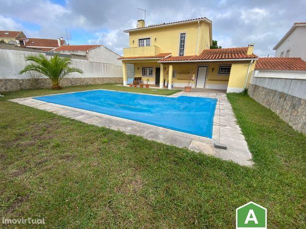 Moradia T3 com piscina, jardim e garagem - perto da praia