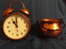 Miedziany zegar plus kociołek