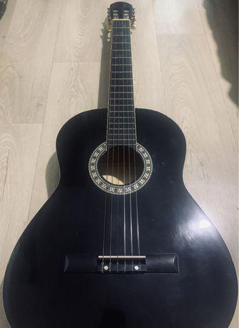 Гитара лаковая черная