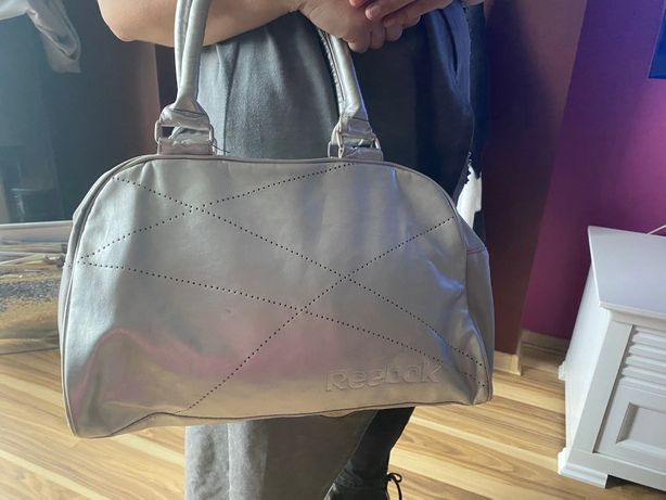 Srebrna torba firmy Reebok