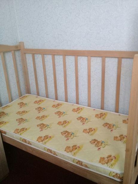 Кроватка - маятник детская.