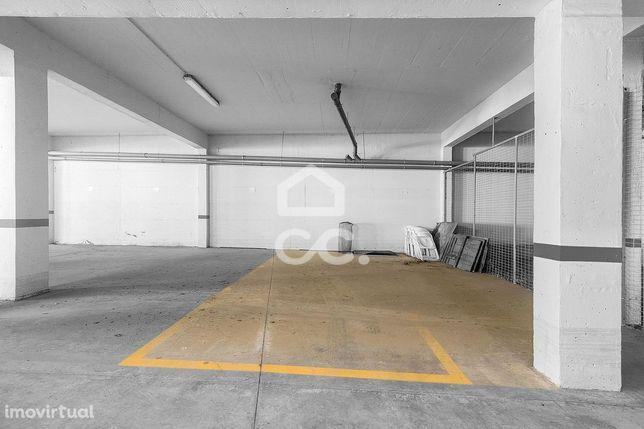 Lugar de garagem duplo com 24 m2 | Tapada do Matias (Évora)