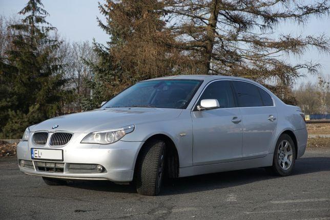 samochód osobowy bmw 520i