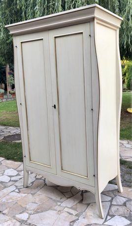Komplet mebli drewnianych: szafa, komoda, ława, regały, łóżko, szafki