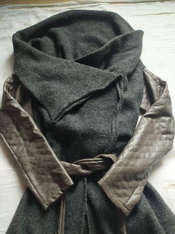 Płaszczyk z pikowanymi rękawami