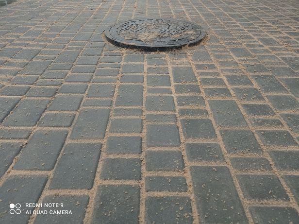Укладаю тротуарну плитку
