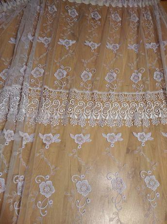 Białe firanki z gipiurą