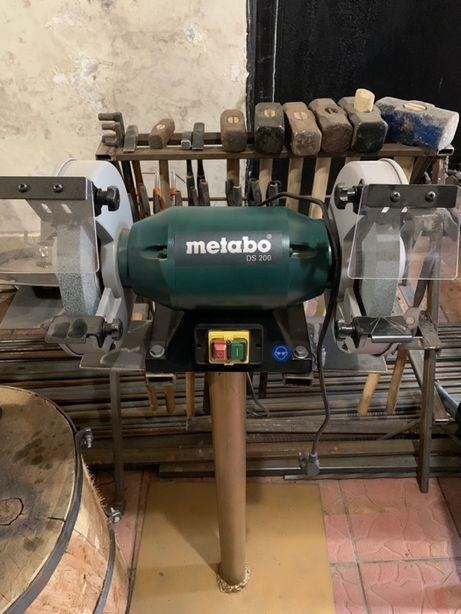 Новый Точильно-наждачный станок с двигателем METABO DS 200