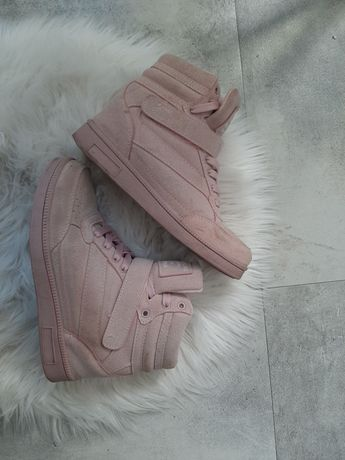Sneakersy- wbudowana koturna
