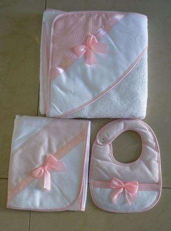 Conjunto de toalha + fralda + babete de bordar