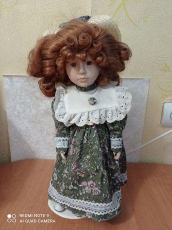 Лялька фарфорова продам