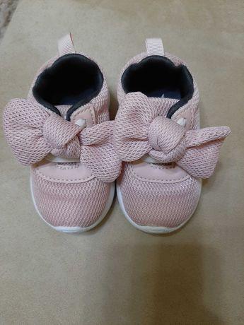 Кроси для дівчинки ( дитяче взуття)