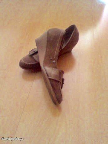 Sapatos Bianca Cor camel tam.36(36,5),sola cunha baixa-estão novinhos