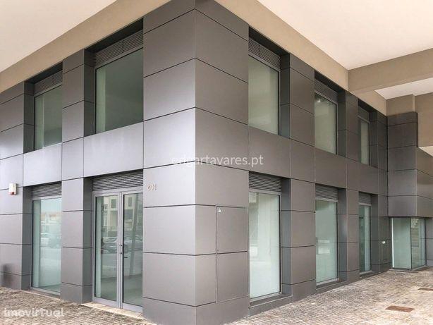 Estabelecimento comercial / serviços com 852 m2