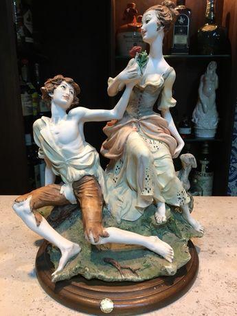 Estatueta casal namorados