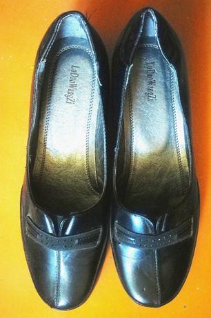 Продам женские черные кожаные туфли