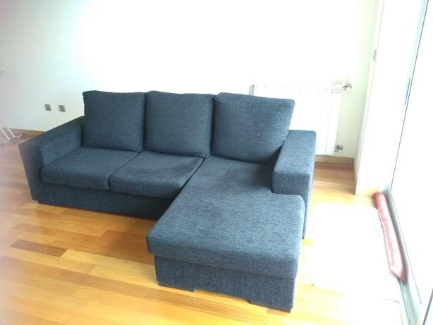 Sofá chaiselongue azul escuro