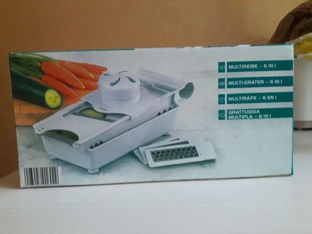 Продам овощерезку с контейнером(набор терок)