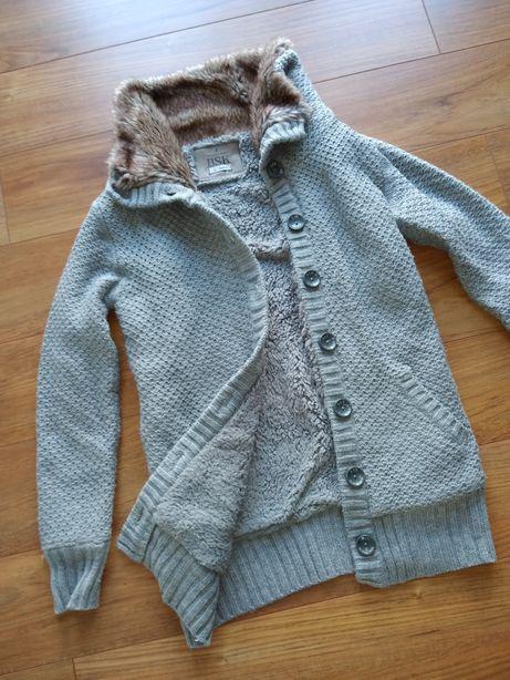 Szary ciepły długi sweter kardigan Bershka mięsisty