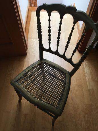 Cadeira antiga (bem conservada)