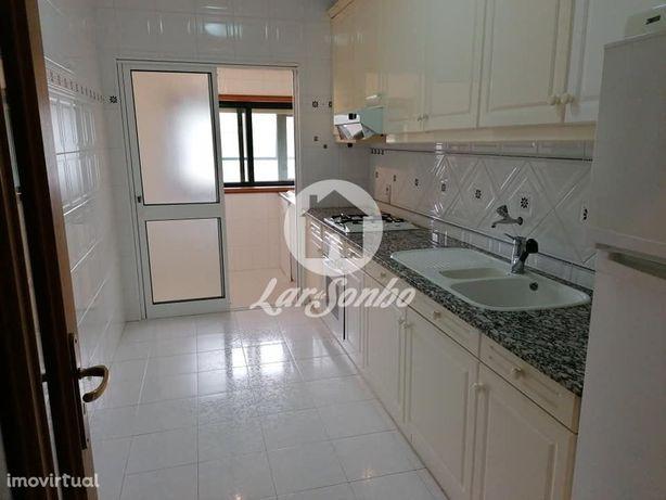 Apartamento T2 a 500mts da praia, em São Félix da Marinha, situado ...