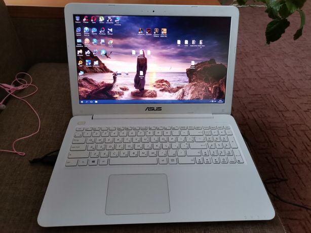 Игровой ноутбук Asus x556u, i5-6200U (2.3GHz), 8GB, 1TB, GeForce 940mx