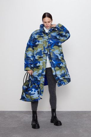 Стьобане оверсайз пальто з камуфляжним принтом / камо / милитари Zara