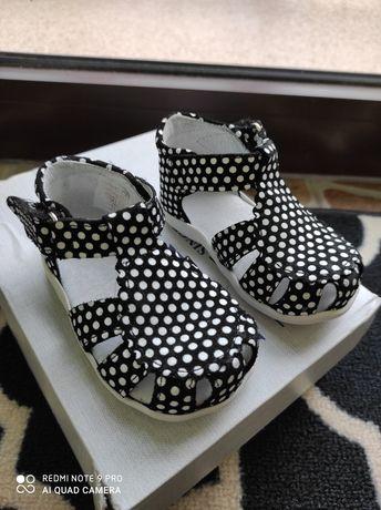 Buciki sandały sandałki kornecki j emel