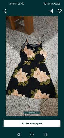 Vestido preto com flores