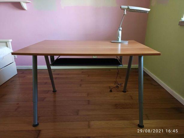 secretaria IKEA THYGE com oferta candeeiro