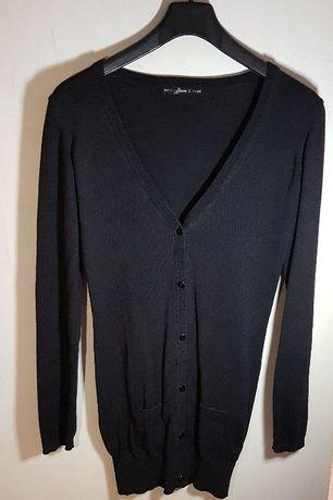 Czarny sweter z guzikami