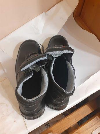 Рабочие ботинки / Рабочая обувь
