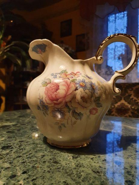 Stary porcelanowy dzban