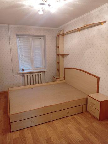 Продам кровать + 2 прикроватные тумбы