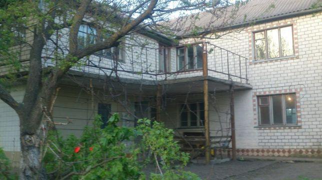 Двоповерховий будинок дом