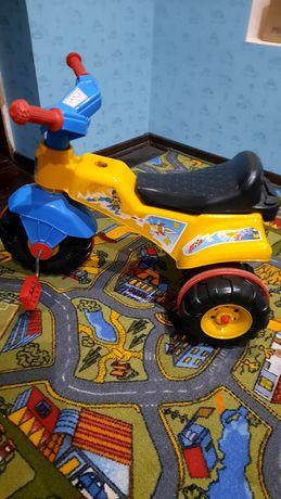 Детский велосипед трех колесный