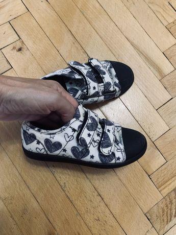Балетки,кеди,туфлі,27,мокасини